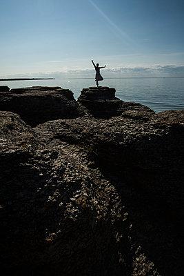 Auf dem Felsen schweben - p858m1491426 von Lucja Romanowska