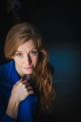 Portrait of red-haired woman - p1150m2100748 by Elise Ortiou Campion