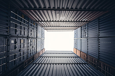 Stacked cargo containers, worm's eye view - p1696m2296612 by Alexander Schönberg