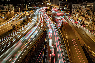 France, Motorway in Lyon at night - p910m2182339 by Philippe Lesprit