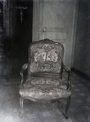 Old chair - p945m2229715 by aurelia frey
