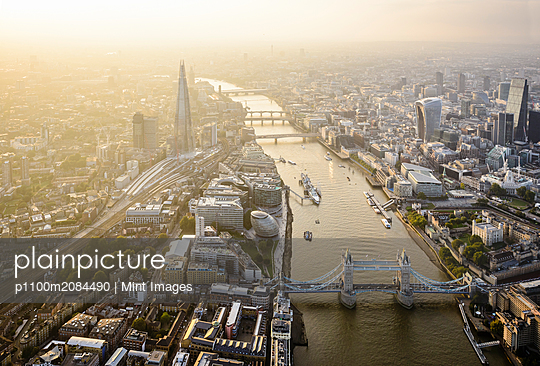 Aerial view of London cityscape and river, England,London, England - p1100m2084490 by Mint Images