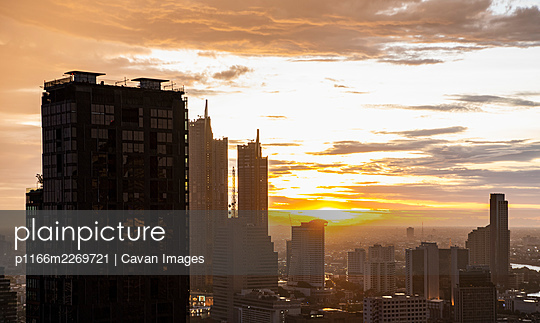 the Bangkok skyline at sunset seen from Sathorn district - p1166m2269721 by Cavan Images