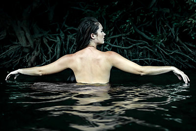 Topless woman bathing in river - p1019m1461833 by Stephen Carroll