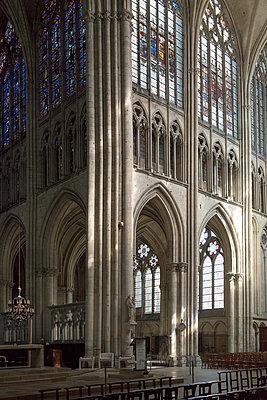 Gothic interior of the Reims Cathedral - p1216m2186930 von Céleste Manet