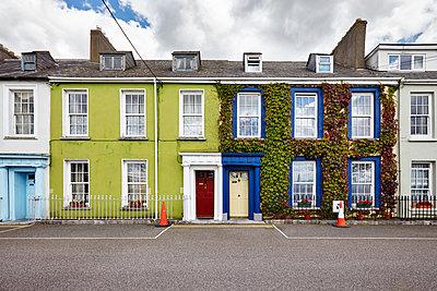 Fassade in Cork - p1272m1115501 von Steffen Scheyhing