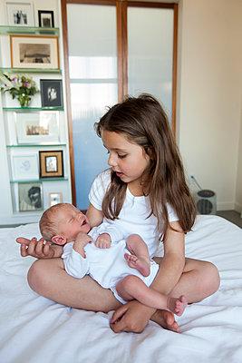 Große Schwester - p756m891574 von Bénédicte Lassalle