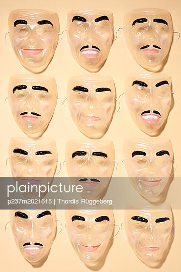 Masken - p237m2021615 von Thordis Rüggeberg