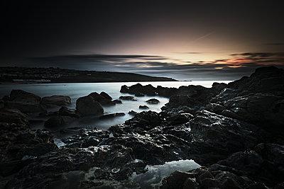 Long Exposure, Rocks, Setting Sun - p1166m2207920 by Cavan Images