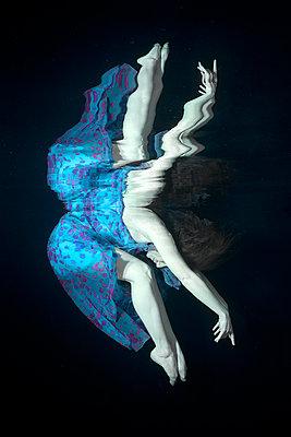 Underwater modern Dancer - p1554m2158969 by Tina Gutierrez