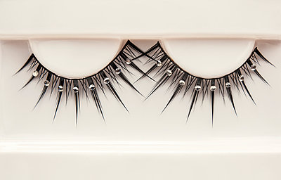 False lashes - p971m947625 by Reilika Landen