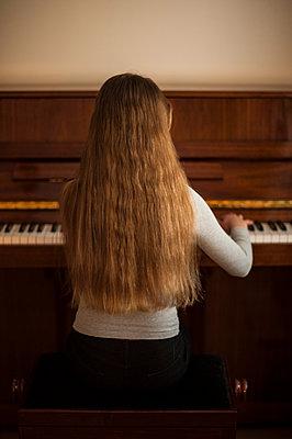 Pianist - p971m995653 by Reilika Landen