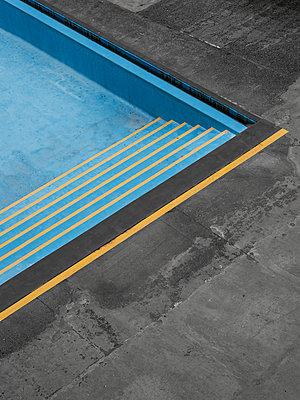 Leerer Pool - p1280m2215715 von Dave Wall