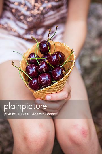 p045m2108858 by Jasmin Sander
