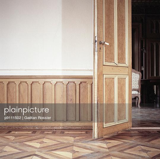 Wooden door - p9111502 by Gaëtan Rossier