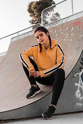 Young woman with street clothes on a skating rink - p1166m2131180 by Cavan Images