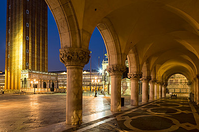 Doges Palace - p300m906034f by Fotofeeling