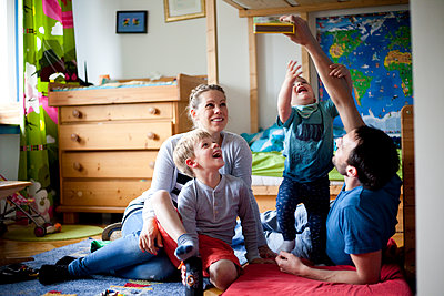 family in childrens room - p1095m1115725 by nika