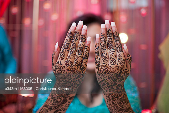 Mehndi  applied on both hands of a young Indian woman before a wedding. - p343m1168005 by Christopher Kimmel