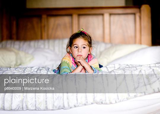 Nachdenkliches kleines Mädchen - p8940009 von Marzena Kosicka