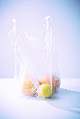 Bag of fruits - p1149m1525357 by Yvonne Röder