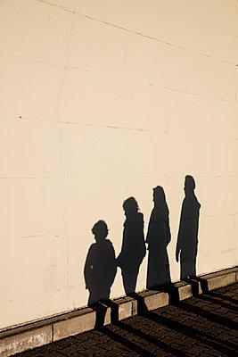 Schattenfamilie - p1212m1094477 von harry + lidy
