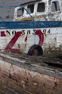 Wreck - p253m881162 by Oscar