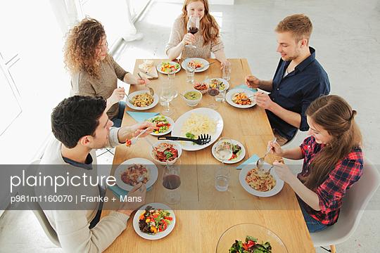 Essen und Trinken - p981m1160070 von Franke + Mans