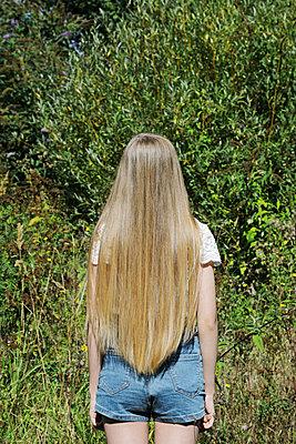 Mädhcen mit langen Haaren - p1540m2122837 von Marie Tercafs