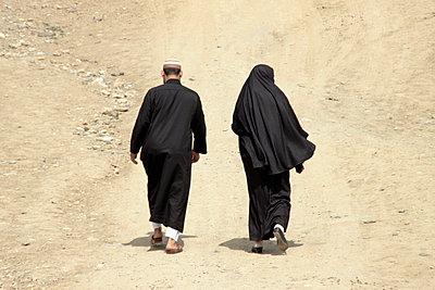 Muslim couple - p754m887006 by Valea Diller-El Khazrajy