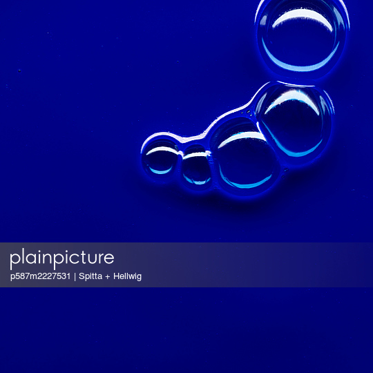 Bubbles on blue - p587m2227531 by Spitta + Hellwig