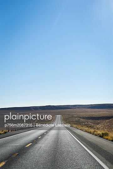 Road, Monument Valley - p756m2087316 by Bénédicte Lassalle
