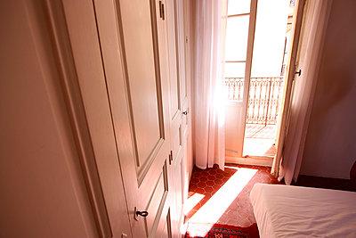 Sonne im Raum - p258m1031535 von Katarzyna Sonnewend