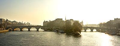 Pont Neuf and Ile de la Cité in Paris, France - p813m1214760 by B.Jaubert