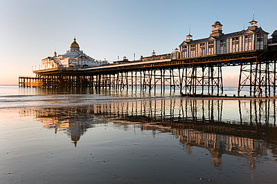 Eastbourne Pier at sunrise, Eastbourne, East Sussex, England, United Kingdom, Europe - p871m1498190 by Lee Frost