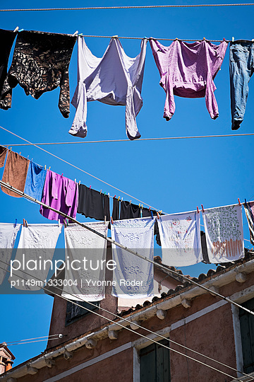 Clothes lines in Venice - p1149m1333004 by Yvonne Röder