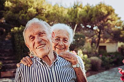 Greece, Senior couple, portrait - p713m2283568 by Florian Kresse