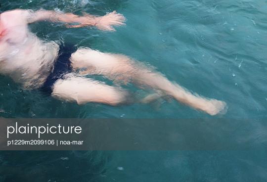 Schwimmen im Meer - p1229m2099106 von noa-mar