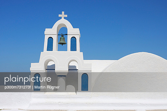 Whitewashed traditionally Greek bell tower and cross in Oia - p300m731273f by Martin Rügner