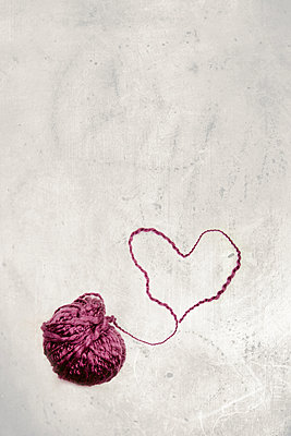 Ball of wool with heart - p450m1051070 by Hanka Steidle