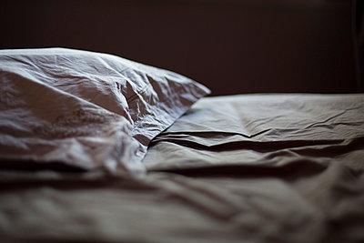 Bettlaken - p445m931913 von Marie Docher