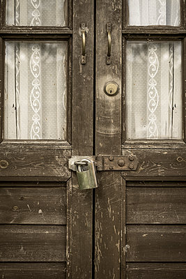 Locked doors - p1228m1466084 by Benjamin Harte