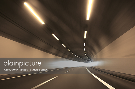 Autobahntunnel - p1258m1191108 von Peter Hamel