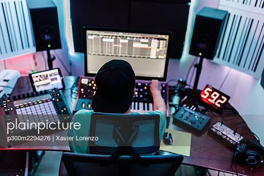 DJ mixing music on sound mixer in studio - p300m2294276 by Xavier Lorenzo