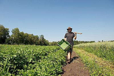 Landwirt - p553m937871 von Christine Basler