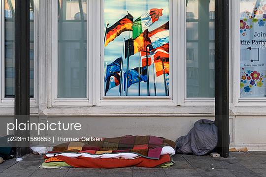 Abseits in Europa. - p223m1586653 von Thomas Callsen