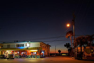 Restaurant on the street corner - p850m2076375 by FRABO