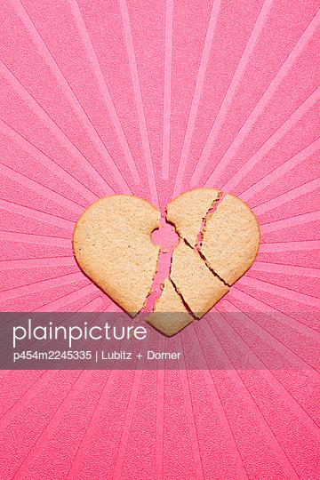 Broken heart - p454m2245335 by Lubitz + Dorner