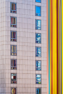 Colourful facade - p1594m2159046 by Françoise Chadelas