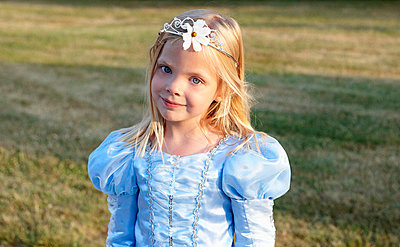 Princess with a flower in her hair - p42913621f by Ghislain & Marie David de Lossy